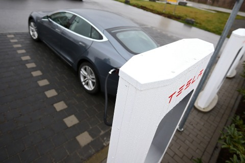 Tesla Launches Supercharger Stations On German Highway